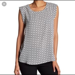 Pleione sleeveless blouse